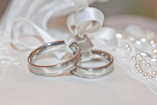 Gold, Silber, Platin – welches Material eignet sich für Eheringe?
